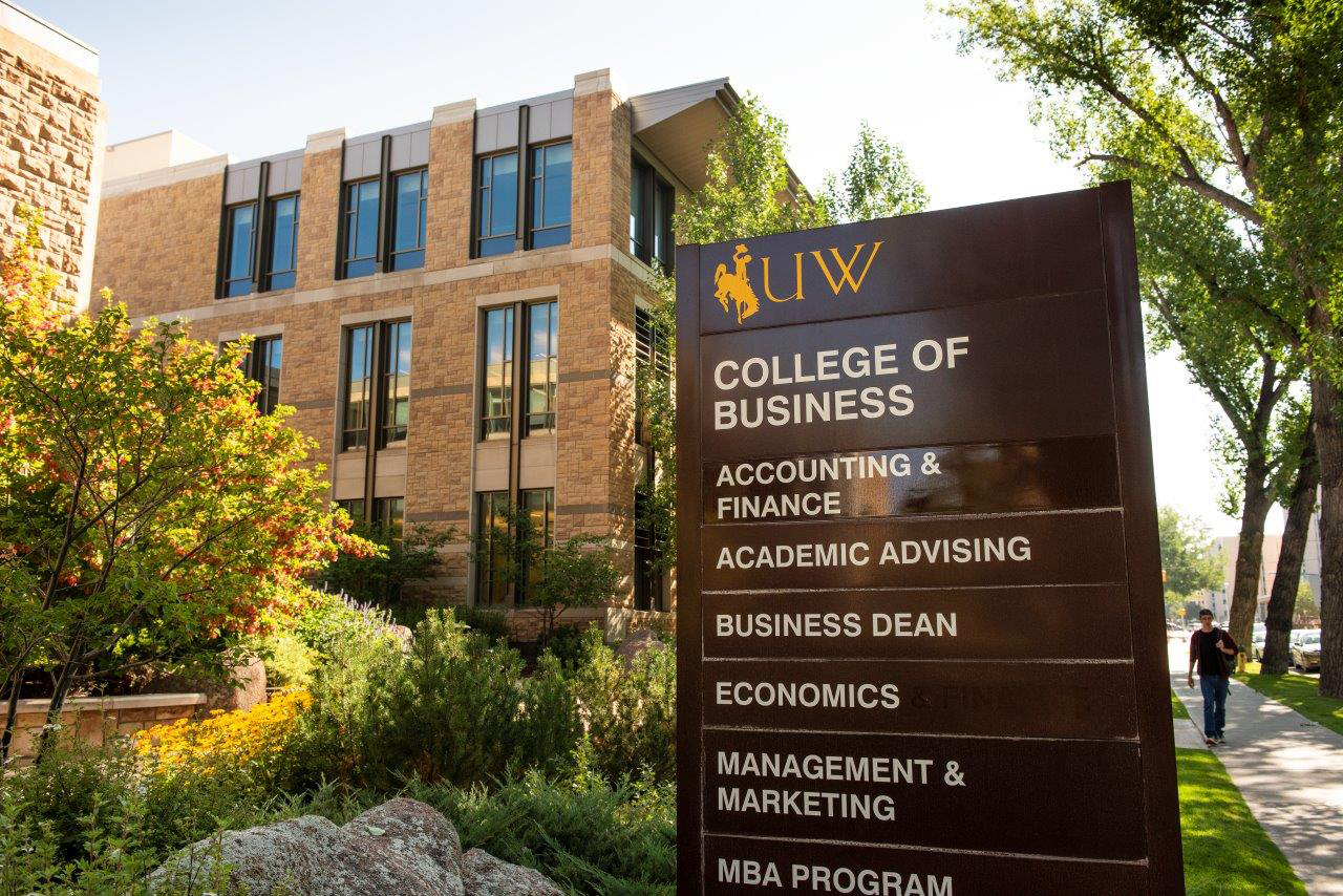 UW Student Team Third in Business Ethics Competition
